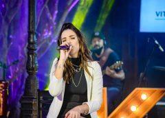 Katia Castilho, voz forte que encanta